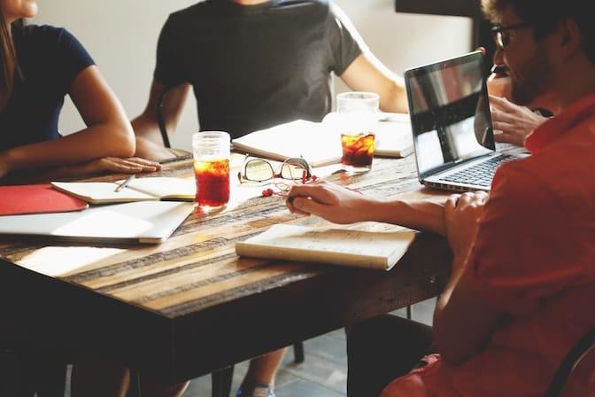 Sich über die Unternehmenskultur informieren
